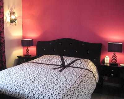 d coration chambre rose fushia et noir. Black Bedroom Furniture Sets. Home Design Ideas