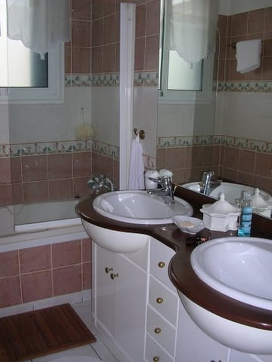Quelle peinture utiliser pour peindre des carreaux de for Peinture dans salle de bain