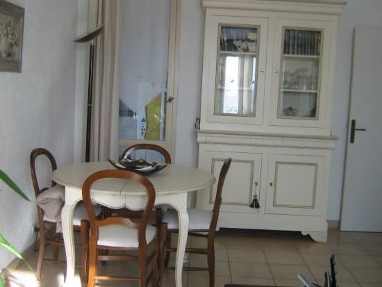 comment peindre des meubles en noyer massif r solu. Black Bedroom Furniture Sets. Home Design Ideas
