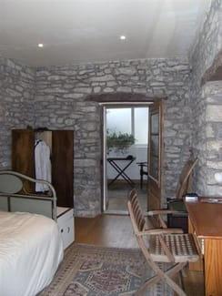 Quelle couleur de plafond avec murs en pierre grise for Quelle couleur associer avec un mur en pierre