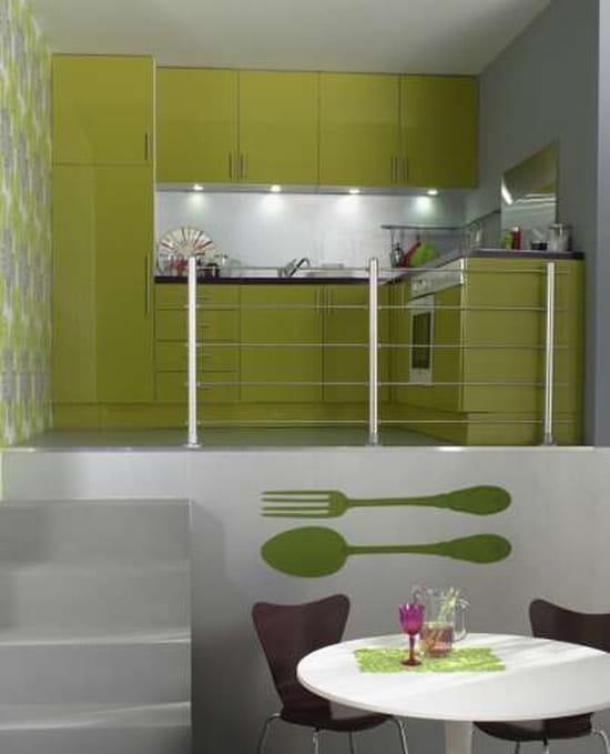 Quelle couleur de mur pour ma cuisine vert anis avec plan de travail noir r solu couleur for Peinture gris brillant mur