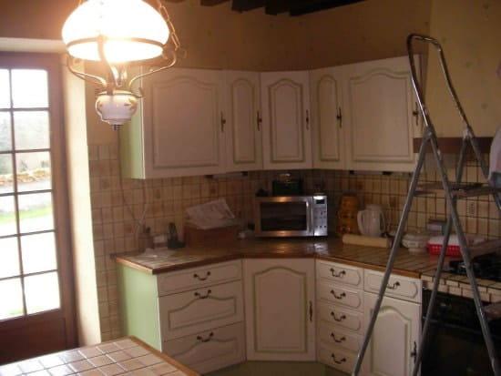 comment relooker une cuisine ancienne maison design. Black Bedroom Furniture Sets. Home Design Ideas