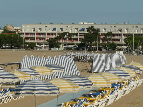 Xw3GU5hH-royan-fromt-mer-plage-s-.png
