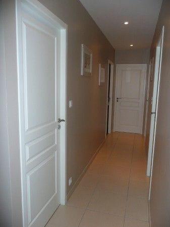 Urgent conseils couleurs couloir for Peindre des murs