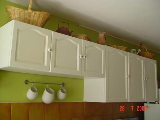 Peut on peindre des l ments de cusine en ch ne vernis moyen sans avoir les d r solu for Peindre meubles cuisine vernis