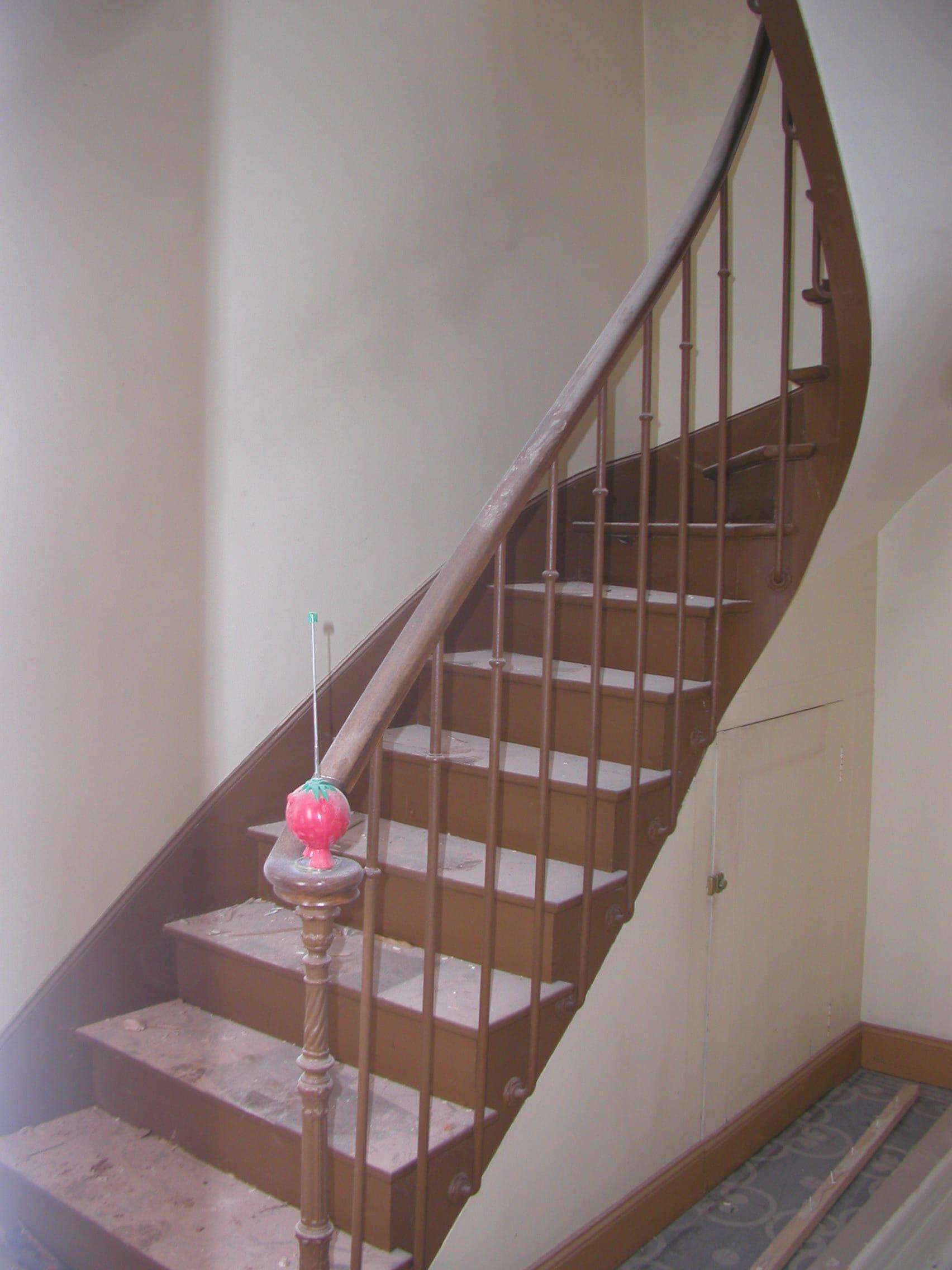 rambarde d 39 escalier bricolage. Black Bedroom Furniture Sets. Home Design Ideas