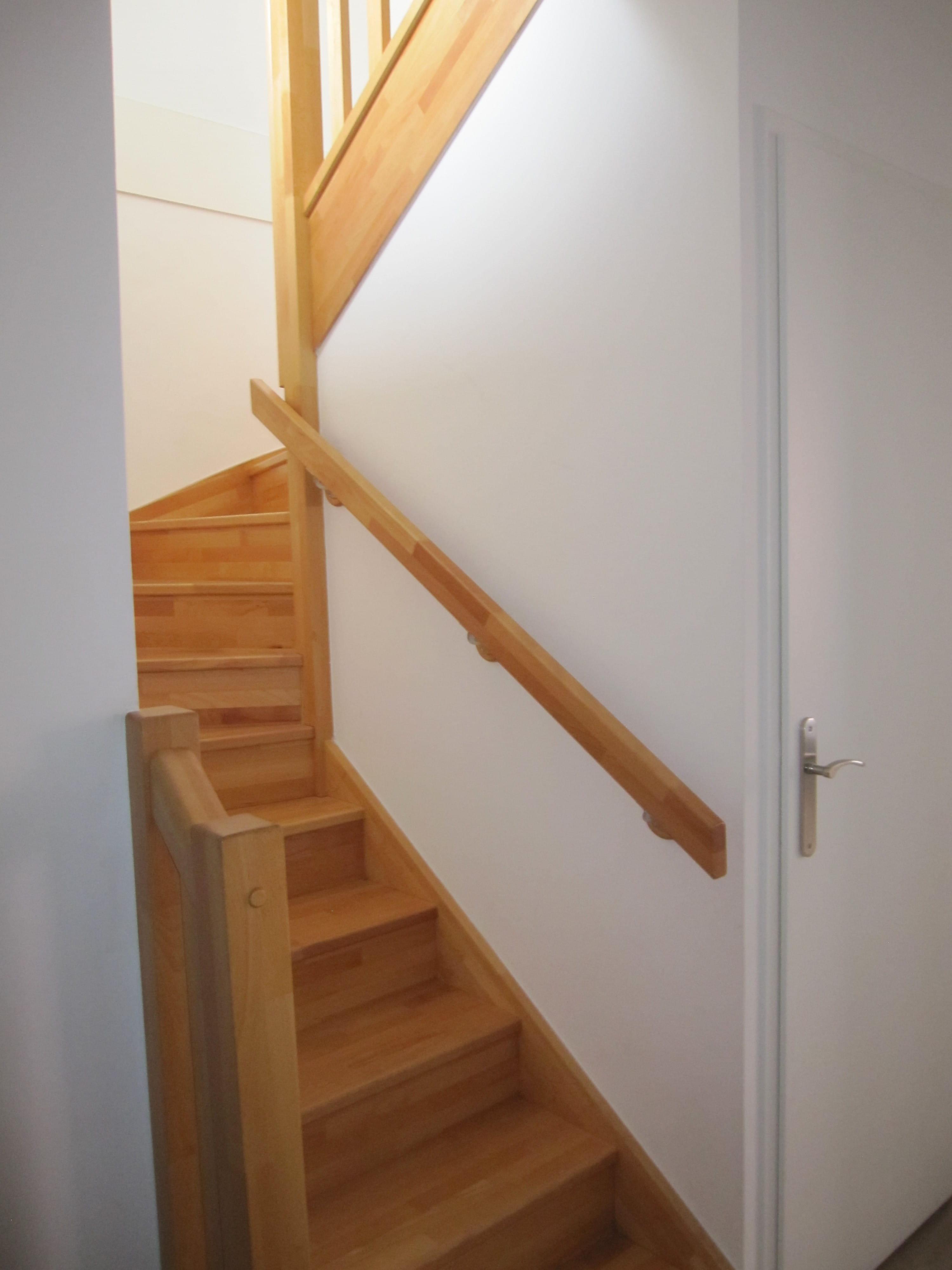 Peintre l\'entrée et la cage d\'escalier