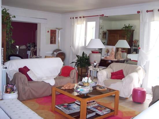 que mettre avec un mur couleur taupe dans mon salon. Black Bedroom Furniture Sets. Home Design Ideas