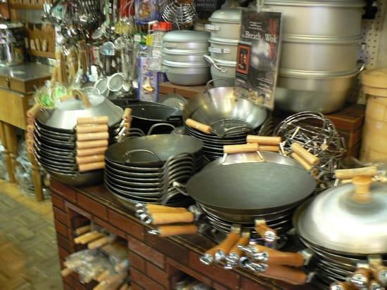 wok en fonte maill e ou c ramique quel est le mieux. Black Bedroom Furniture Sets. Home Design Ideas