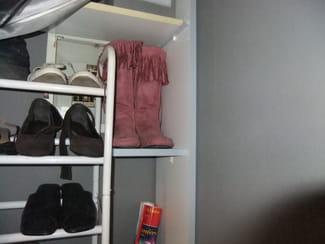 installer des tag res au dessus de mes toilettes r solu. Black Bedroom Furniture Sets. Home Design Ideas